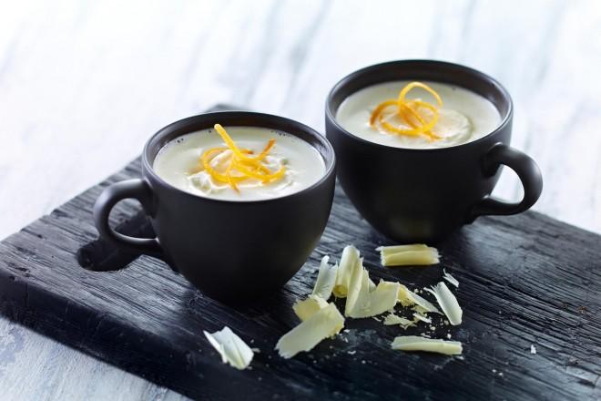 Varm hvit sjokolade med appelsin Oppskrift