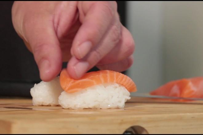 Nigiri sushi med laks Oppskrift
