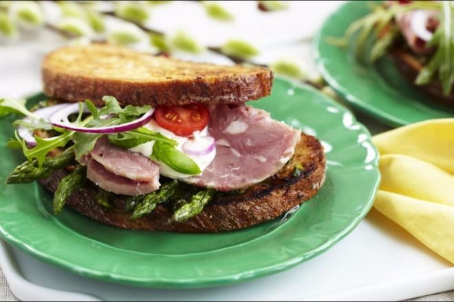 Lammesandwich med asparges Oppskrift