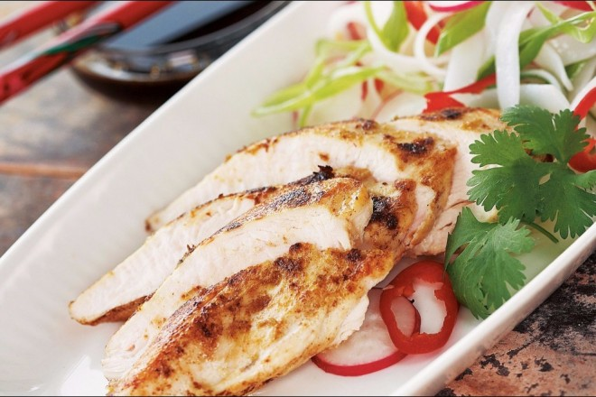 Thaistekt kylling med nudelsalat Oppskrift