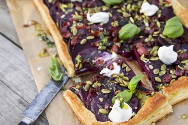 Rødbetpizza med sitron- og basilikumolje Oppskrift