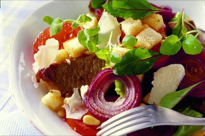 Salat med biffstrimler Oppskrift