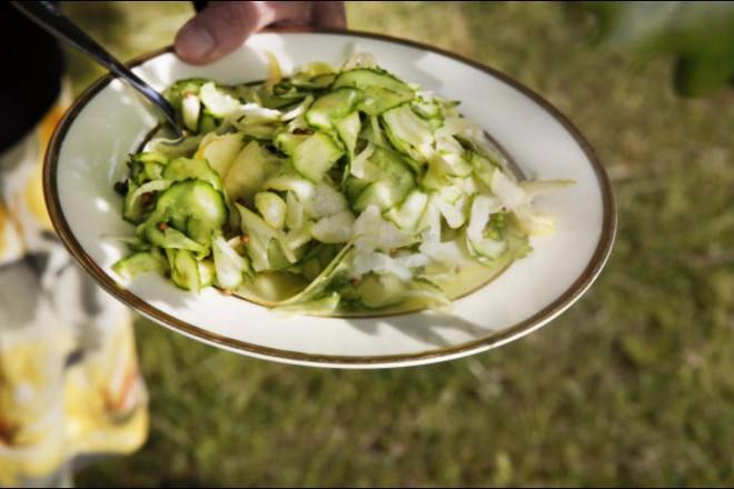 Agurksalat med eple og koriander Oppskrift
