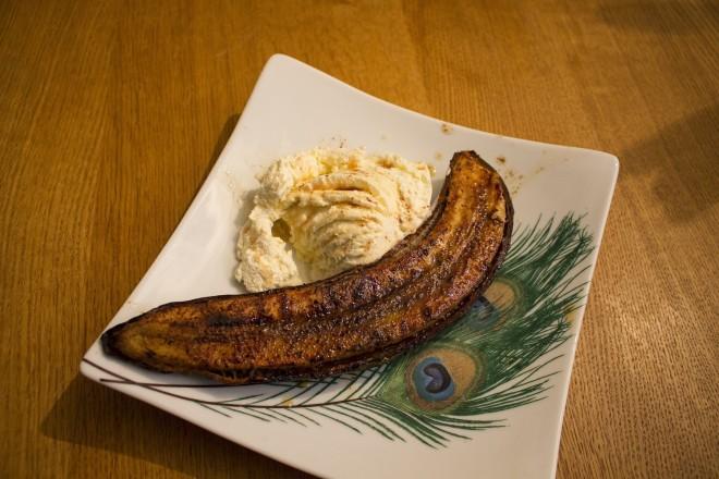 Grillstekte bananer med rom og kanel Oppskrift