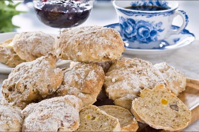 Frokostboller med hasselnøtter og aprikoser Oppskrift
