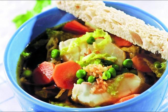Klar fiskesuppe med ris Oppskrift