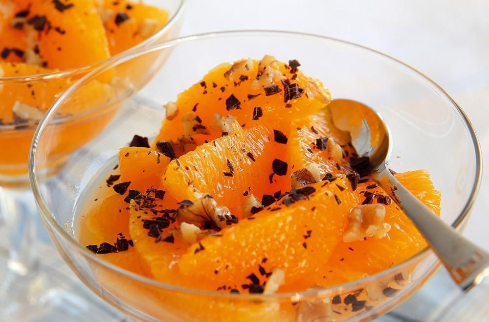 Appelsinfileter med revet mørk sjokolade og nøtter Oppskrift