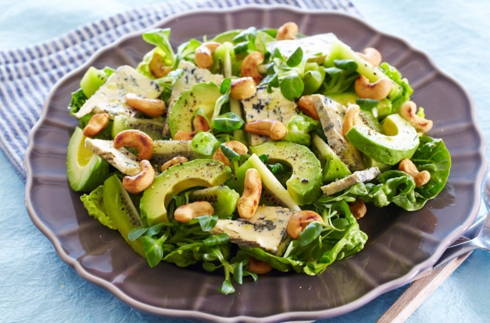 Fabelaktig salat med ost og nøtter Oppskrift