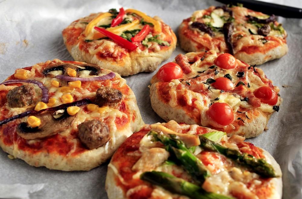 Porsjonspizza med hjemmelaget tomatsaus Oppskrift