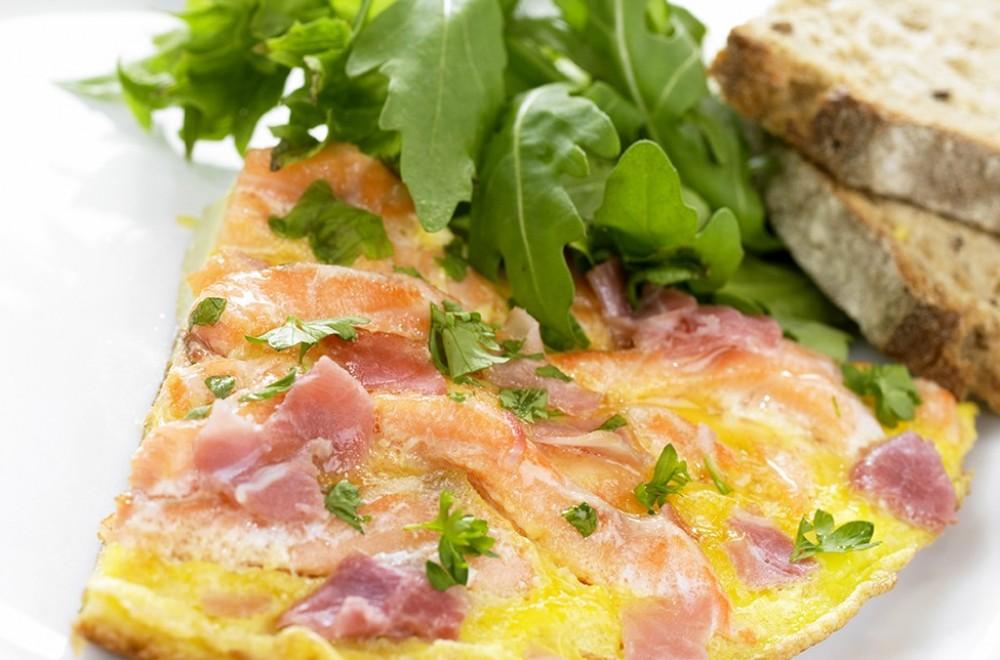 Omelett med laks og spekeskinke Oppskrift