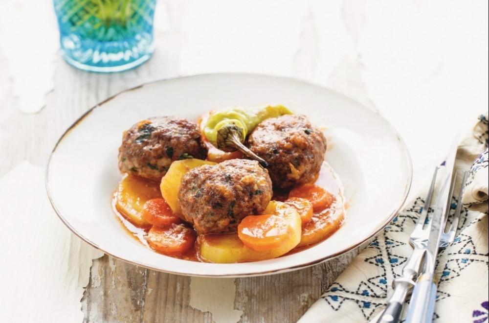Tyrkiske, ovnsstekte kjøttboller med tomat og potet Oppskrift