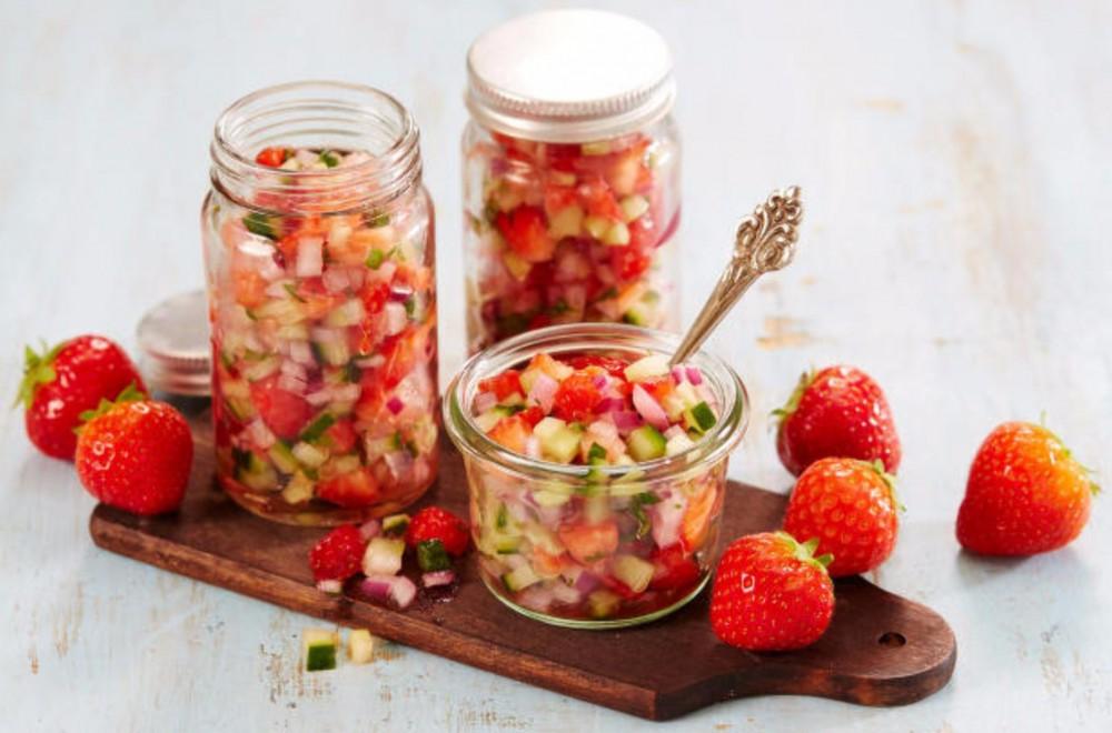 Jordbærsalsa med agurk og rødløk Oppskrift