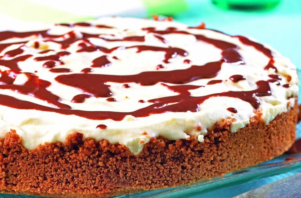 Hvit sjokoladekake med mørk sjokoladesaus Oppskrift