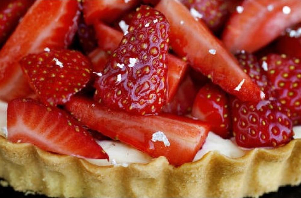 Terte med krydderrømme og jordbær Oppskrift